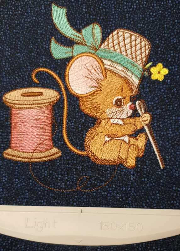In hoop elegant creative  mouse embroidery design