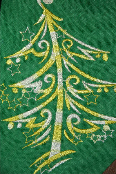Christmas Tree free machine embroidery design
