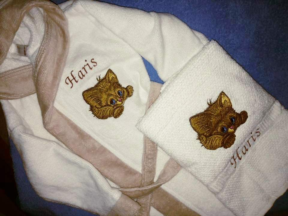 Towel and bathrobe with kitten design