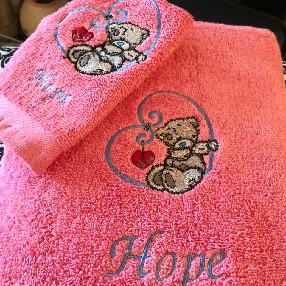 Embroidered towel with teddy bear and heart