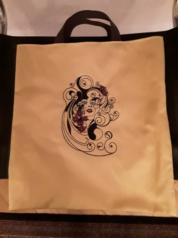 Beach bag embroidered with Spring is always design