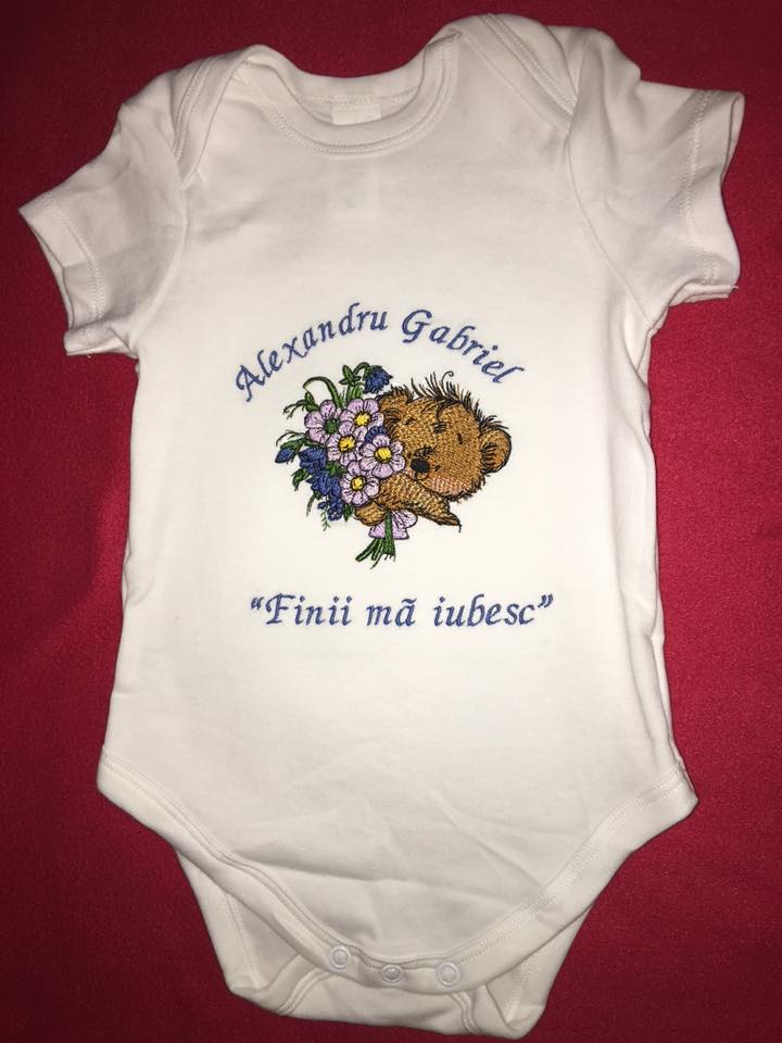Baby outfit with Teddy bear and bouquet embroidery design
