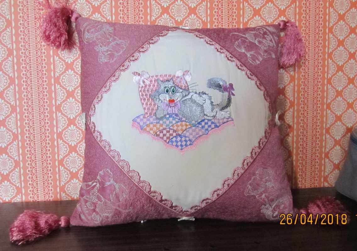 Fashion cushion with glamour kitty design