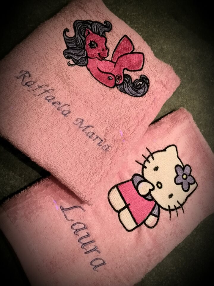 Pink bath towels with girlish embroidery designs
