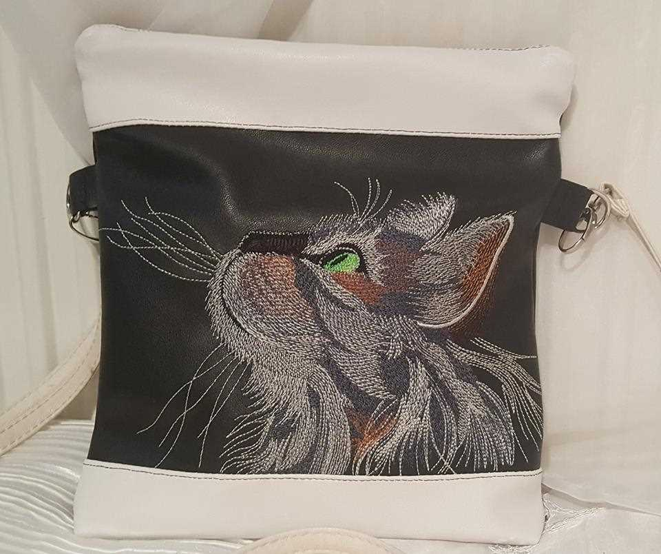 Small tote bag for mobile with Curious cat embroidery