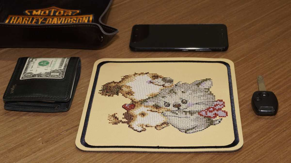 Placemate for beer with cat and dog embroidery design