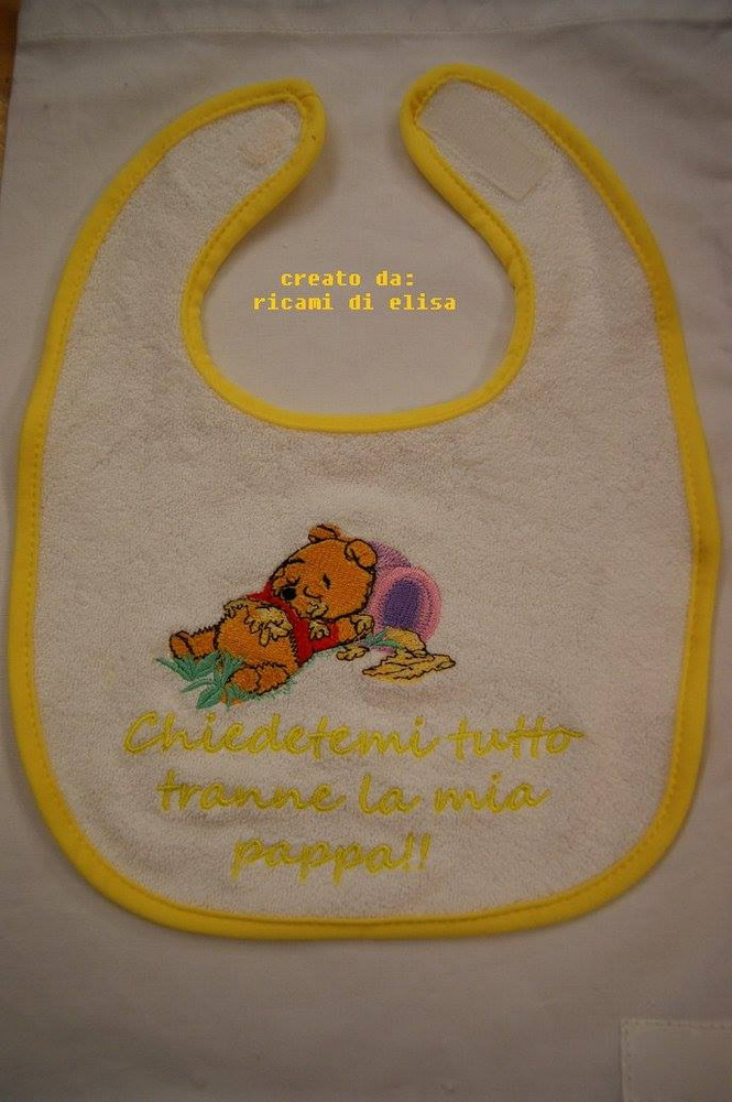 Bib embroidered with sleepy Pooh design
