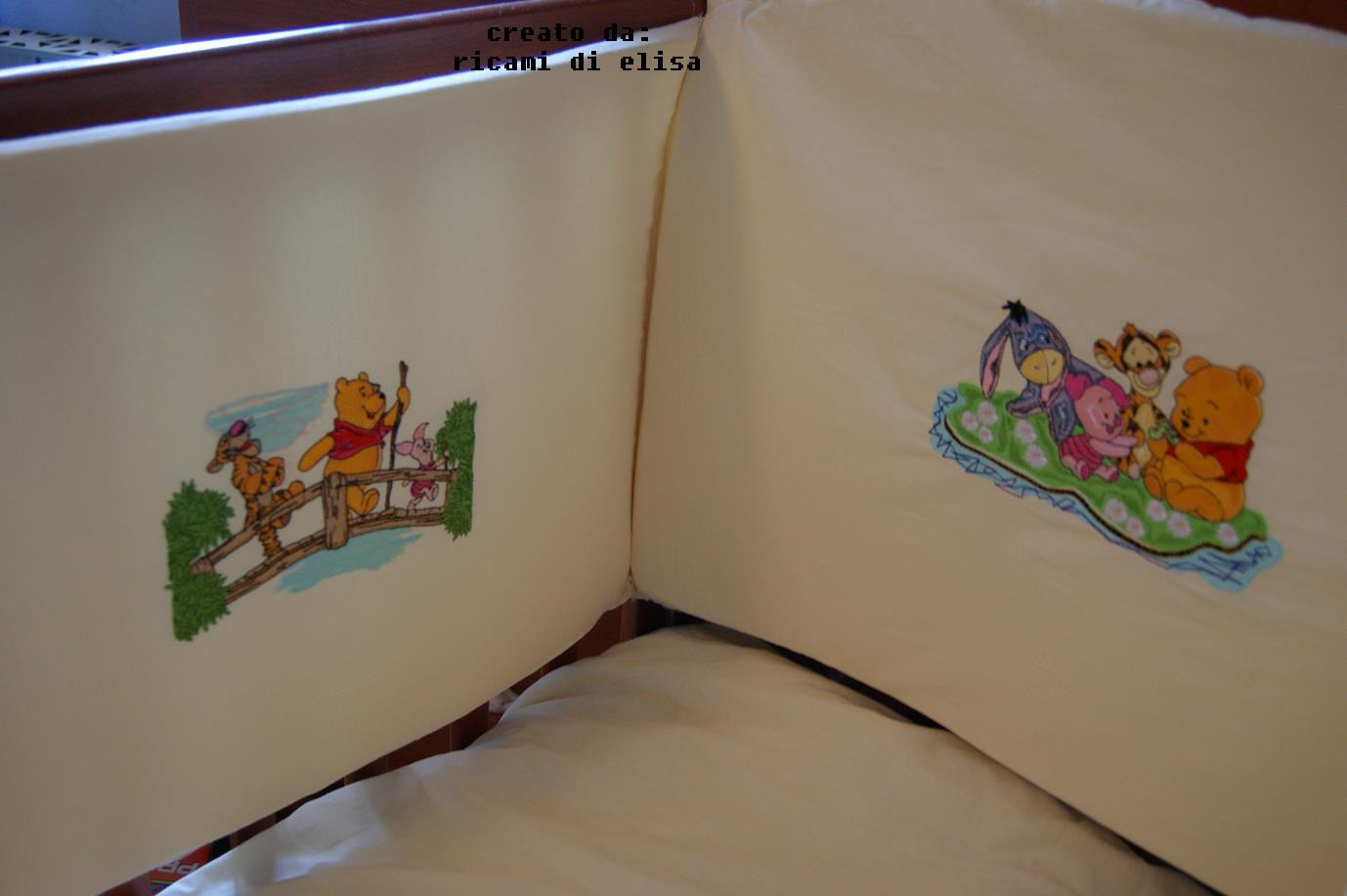 Bed bumper embroidered with Disney designs