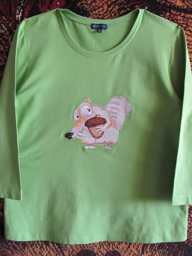 Green embroidered t-shirt with Scrat