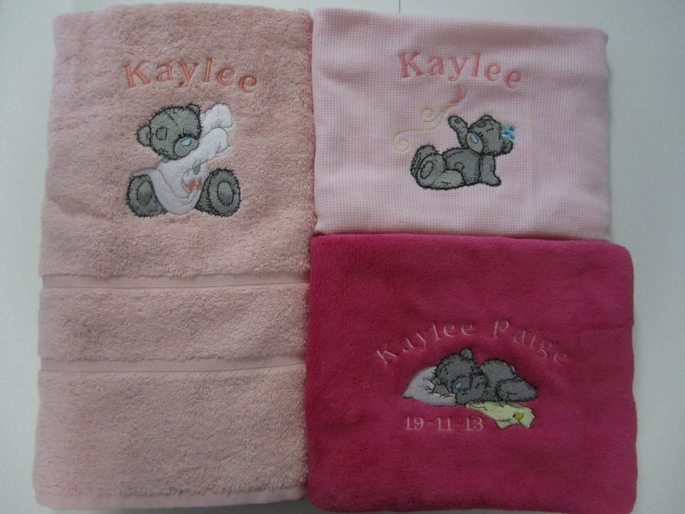 Girlish towels embroidered with tatty teddy bears