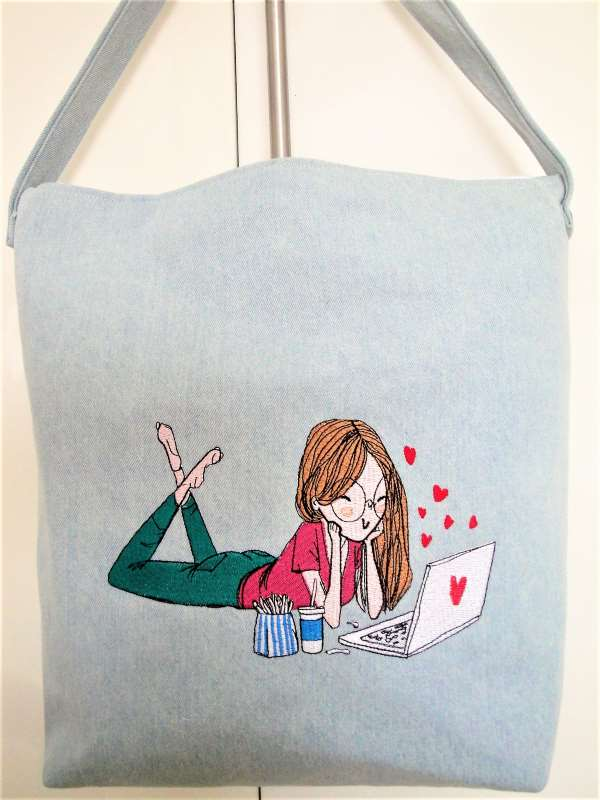 Beach bag with loving young girl embroidery design