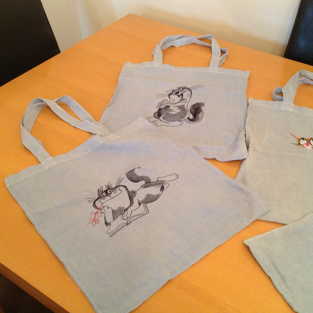 Cats designs on bags1