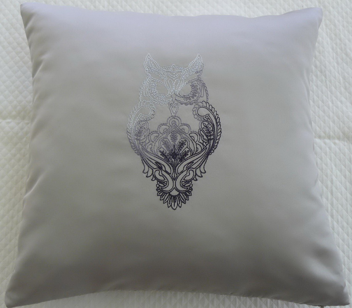 Light pillowcase embroidered with owl design