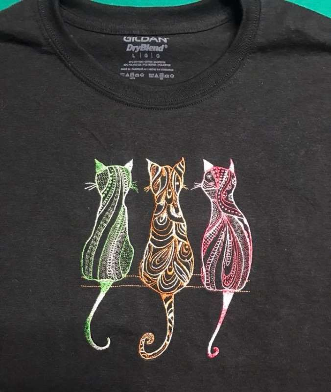 Embroidered t-shirt with funny cats design