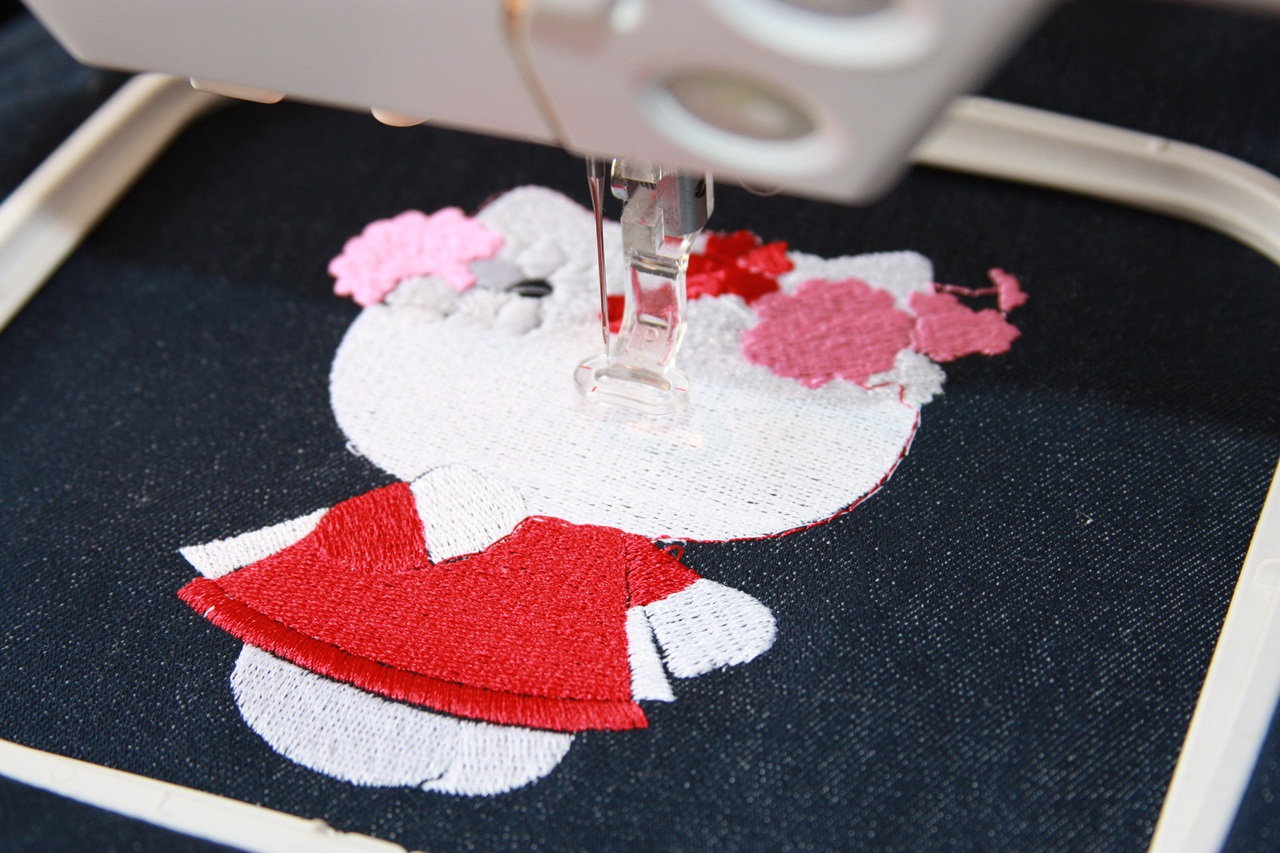 Hello Kitty spring design in embroidery hoop