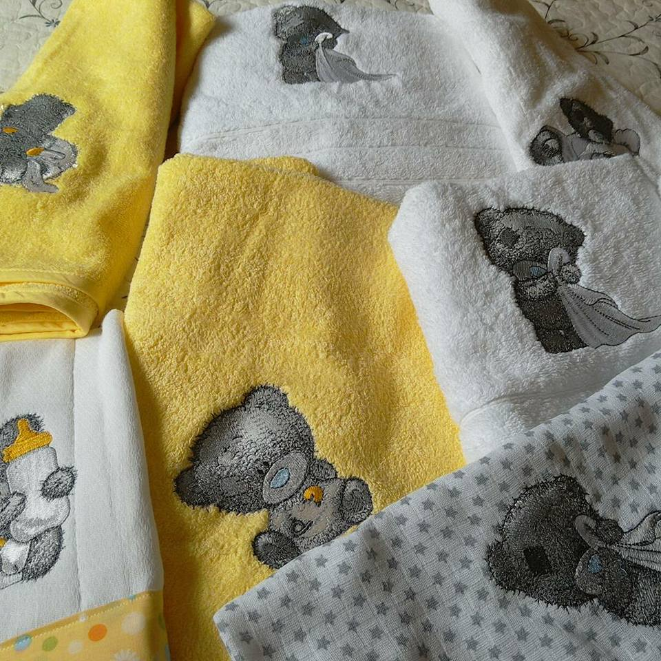 Bath towels with Teddy bear machine embroidery designs