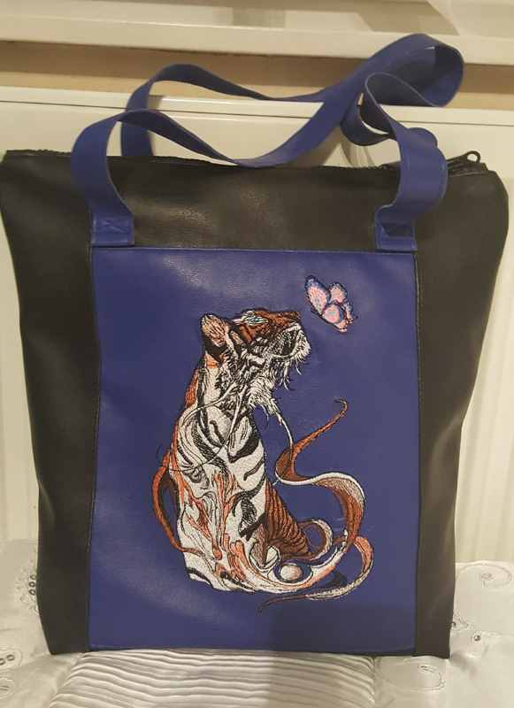 Shopping bag with Fragile friendship of tiger and butterfly embroidery