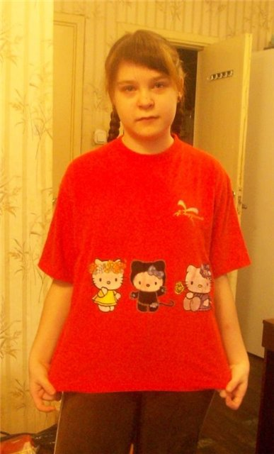Embroidered red t-shirt with Hello Kitty design