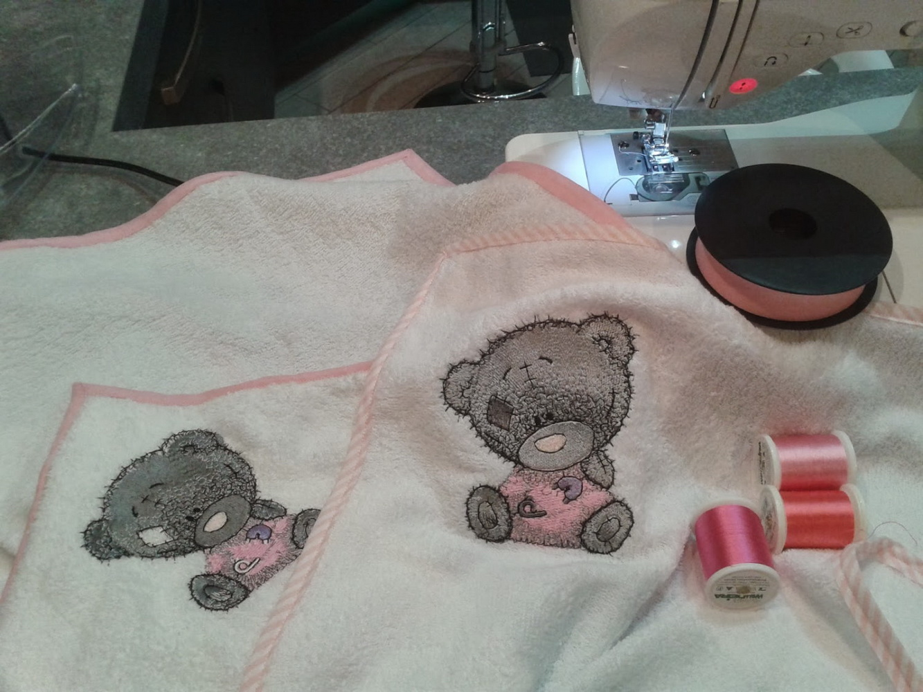 Bath towel embroidered with tatty teddy