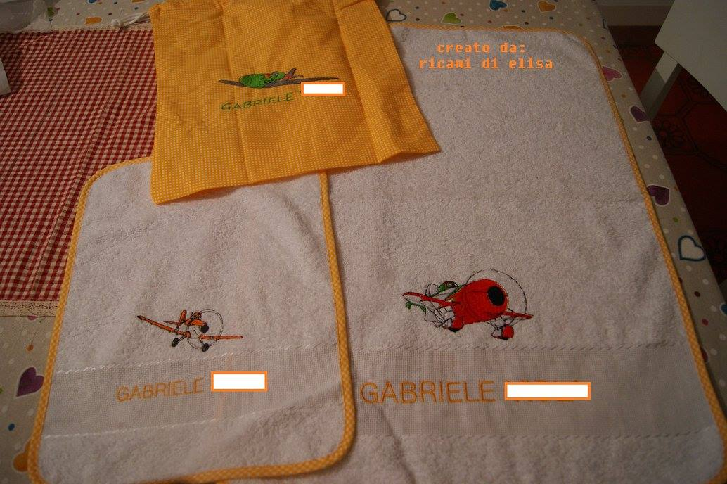 Planes embroidered on baby bib and towel