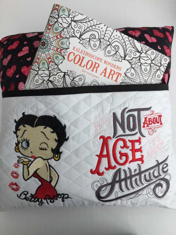 Cushion with loving Betty Boop design