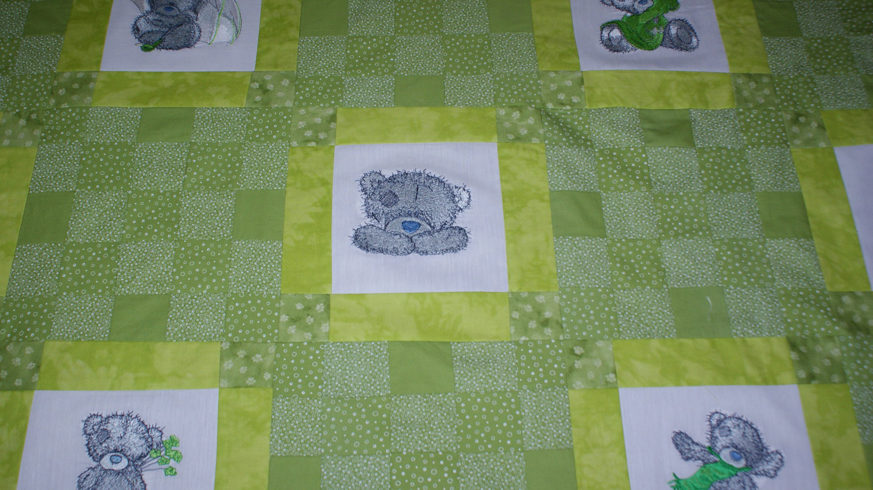 Cute deddy bears decoration embroidered baby blanket