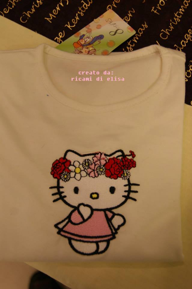 T-shirt embroidred with Hello Kitty design