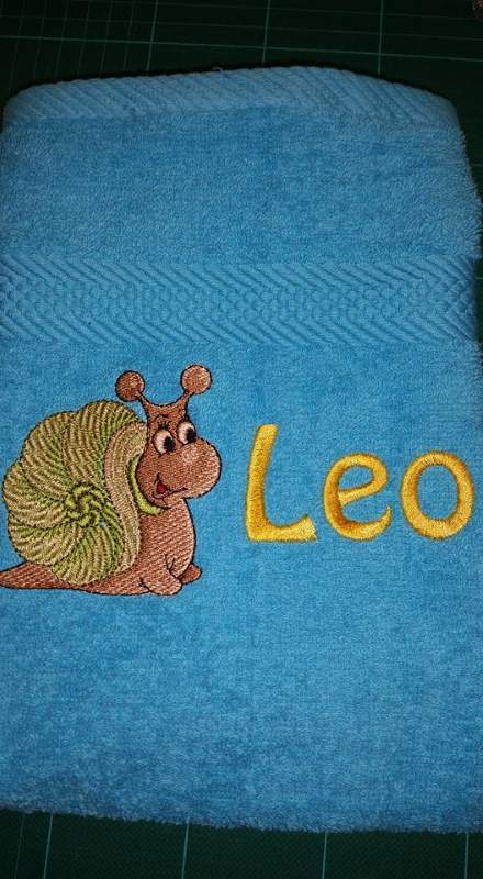 Bath towel with Snail free embroidery