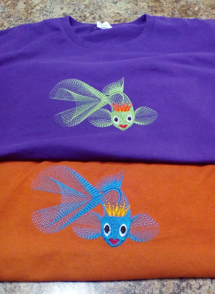 T-shirt embroidered with gold fish design