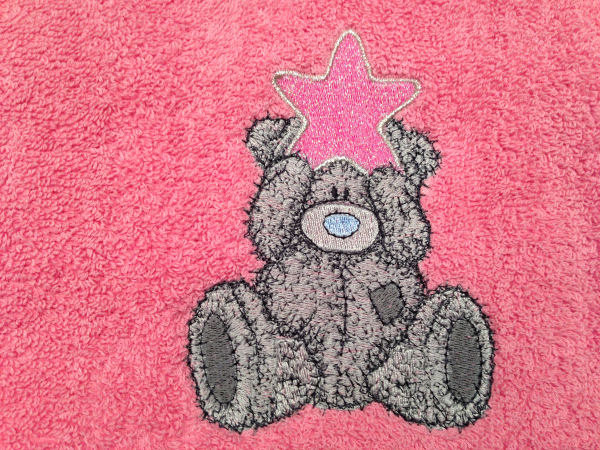 Bath towel embroidered with tatty teddy with star