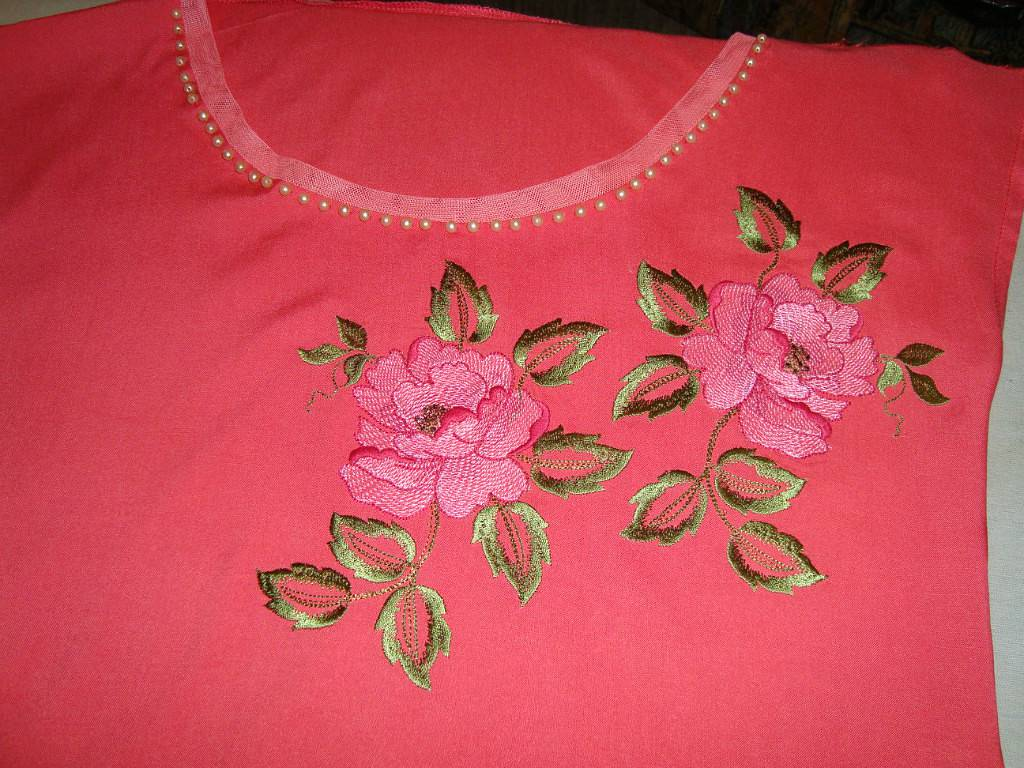 Embroidered shirt with roses design
