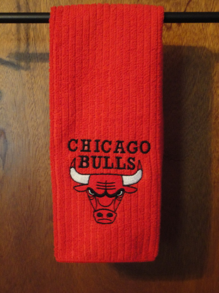 Chicago Bulls logo on embroidered red bath towel
