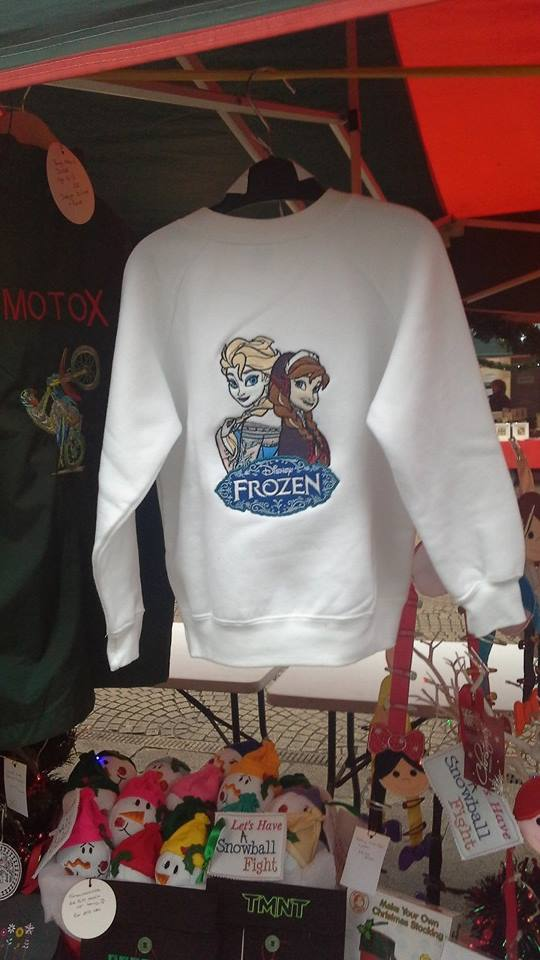 Warm hoodie embroidered with Frozen design