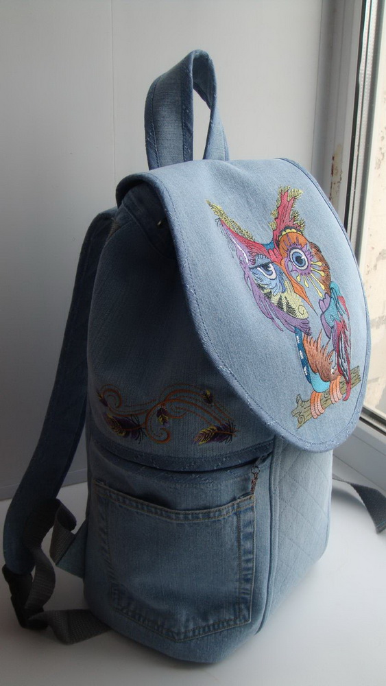 Embroidered Owl in color on bag