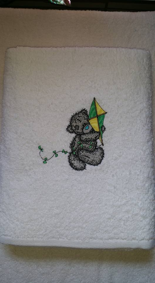 White bath towel with Teddy bear with kite embroidery design