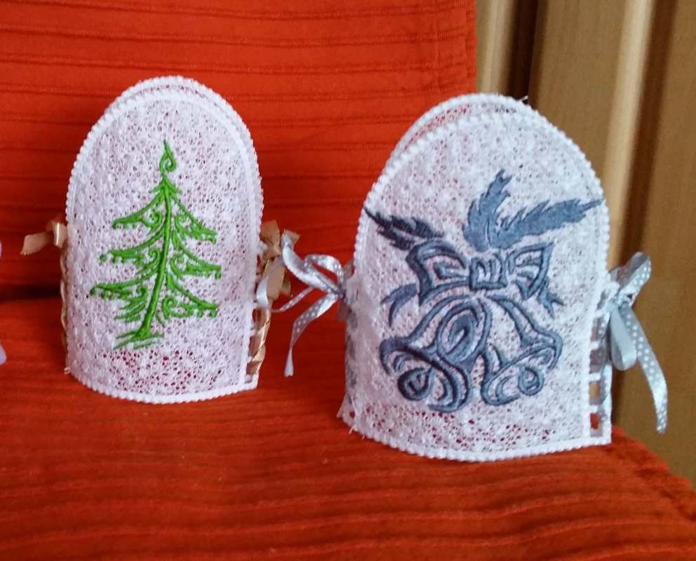 Christmas gift with free embroidery design