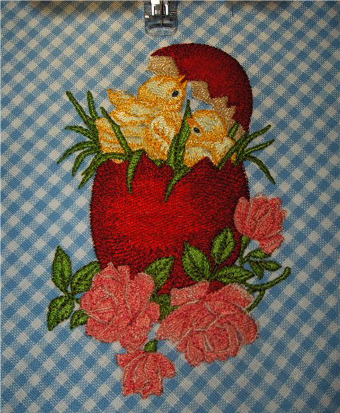 Easter Chicken free machine embroidery design