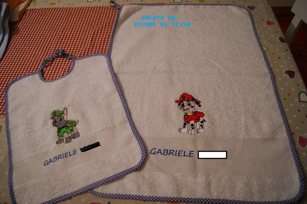 Towel and bib embroidered with puppies