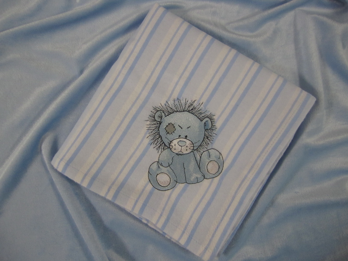 Rocky lion design embroidered on pillowcase