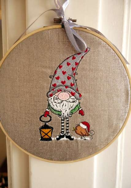 Wooden frame with Christmas dwarf design