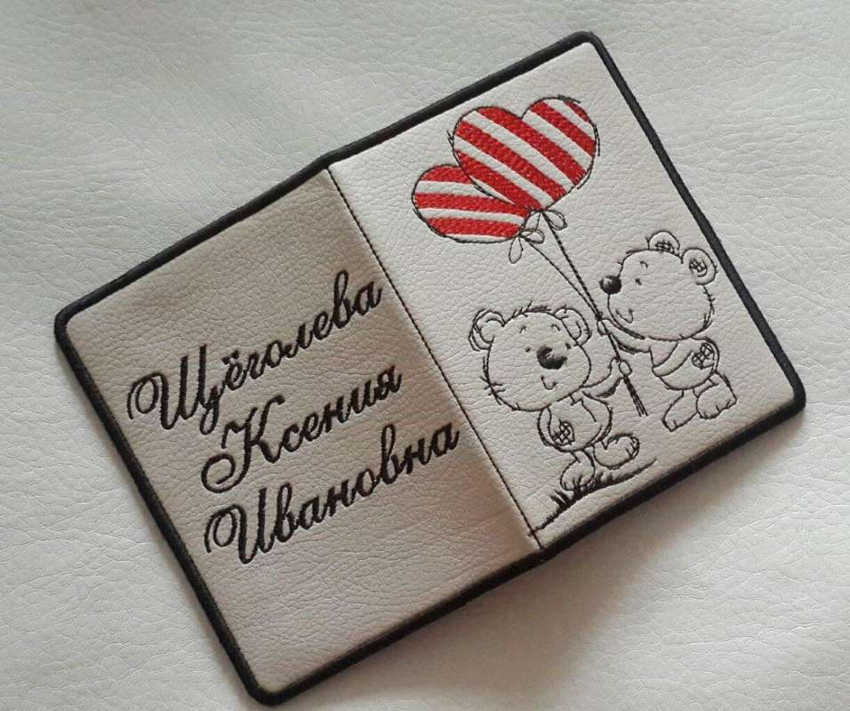 Embroidered id cover with romantic Teddy design