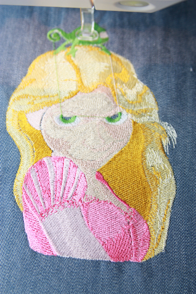 Tangled machine embroidery design