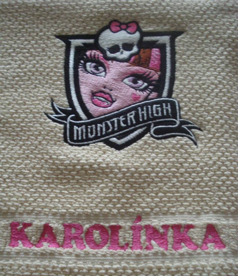 Embroidered bath towel with Draculaura