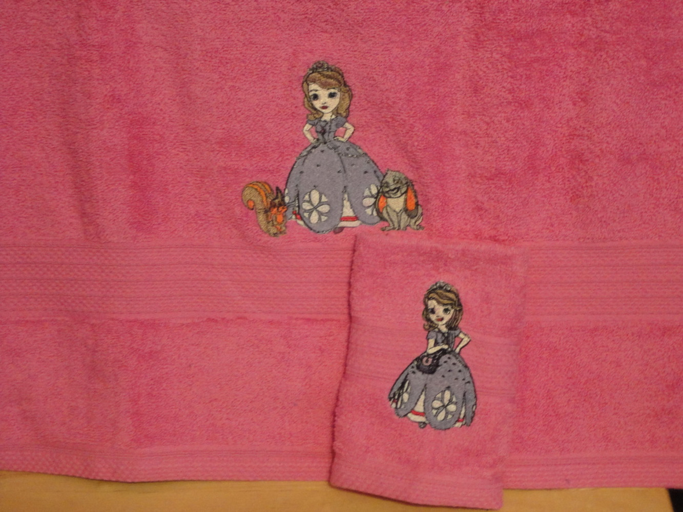 Embroidered pink bath towels with Sofia The First on it