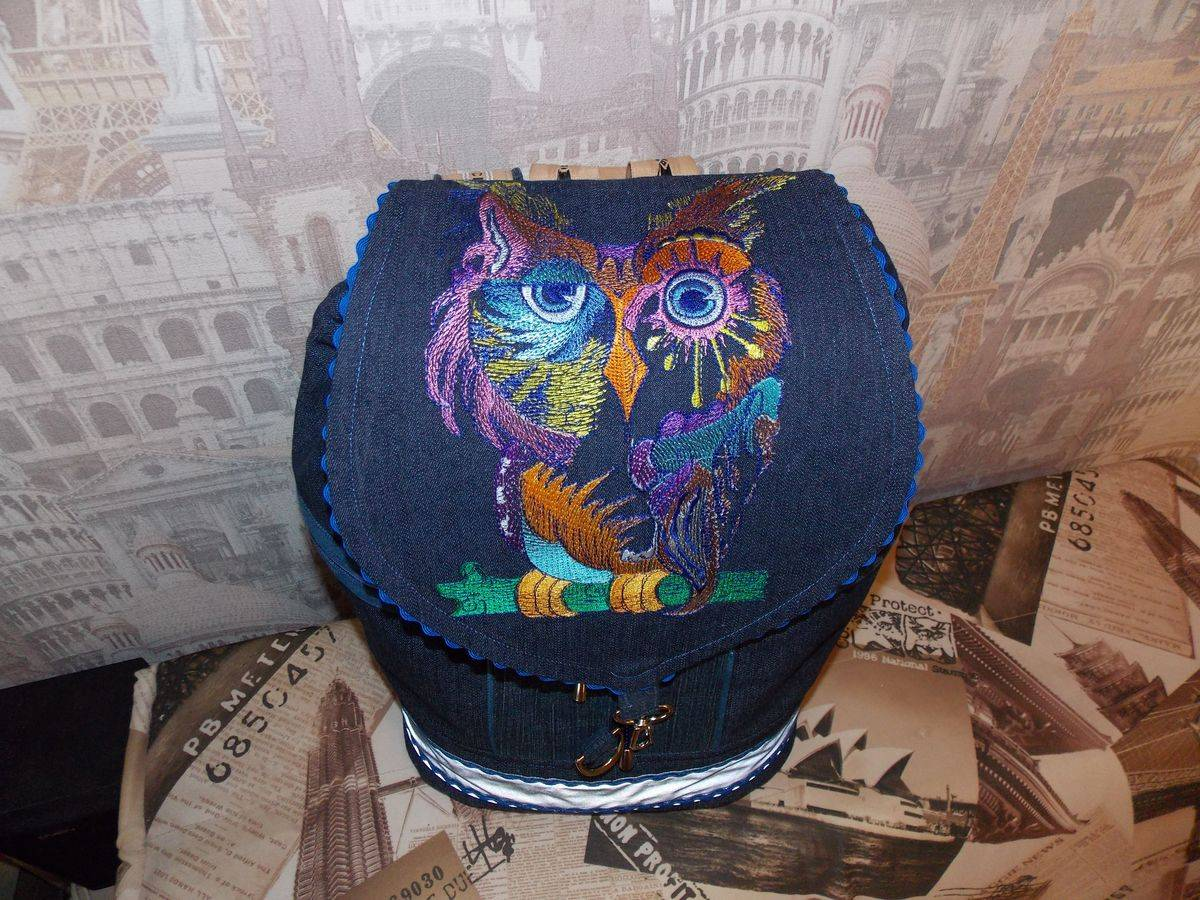 Bag embroidered with colorful owl