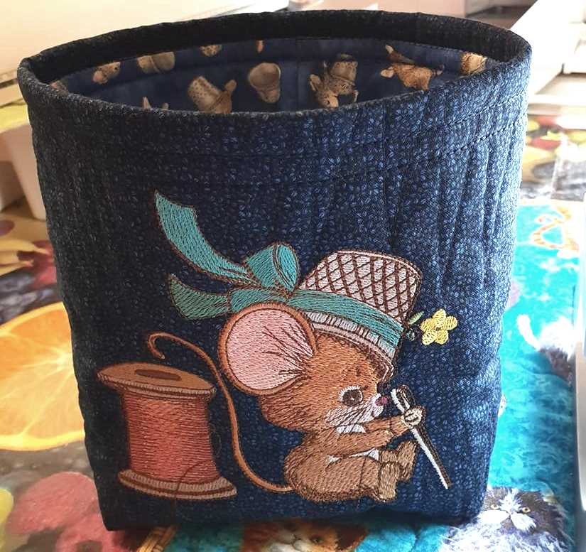 Embroidered soft basket with Creative mouse design