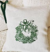 Christmas wreath design on pillowcase2