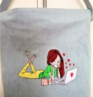 Embroidered cotton bag with modern design