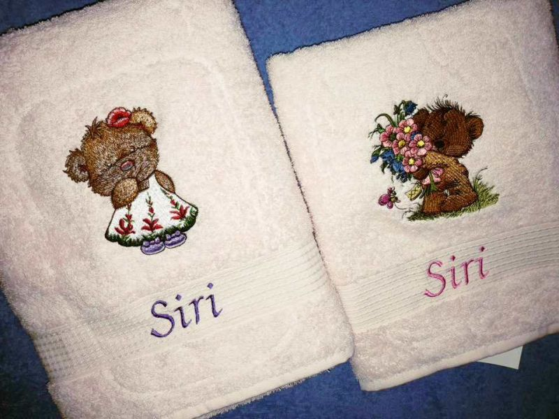 Embroidered towel with Teddy bears designs