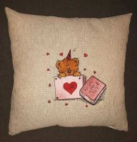 Cushion with loving teddy bear design